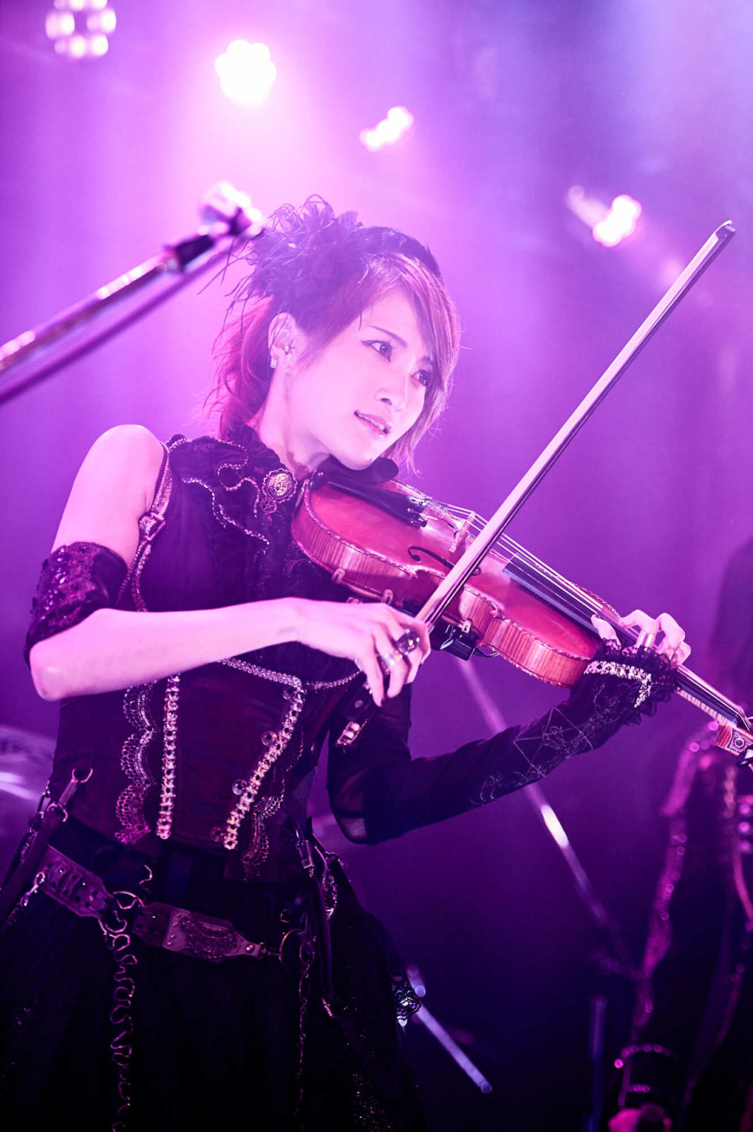 イケメン女子モデル・AKIRAとロックヴァイオリニスト・Ayasaの異色ロックユニット『+A(プラスエー)』がお披露目ライブでファンを魅了