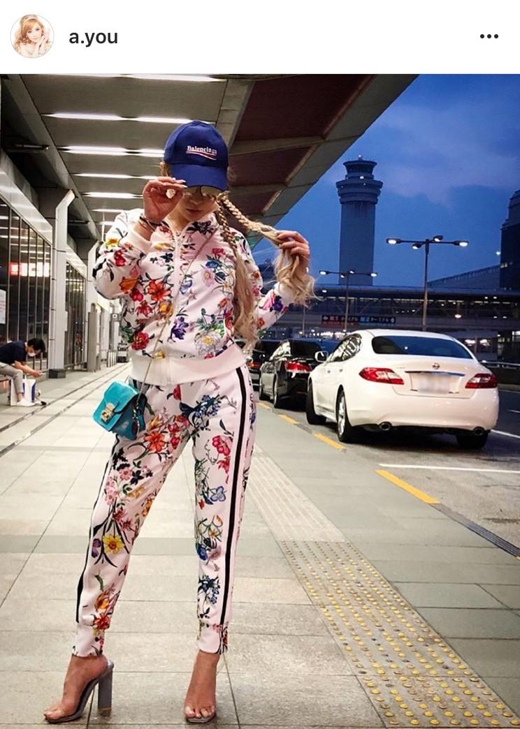 浜崎あゆみ 三つ編みセットアップ姿に「ぶっちぎり1位」と絶賛サムネイル画像