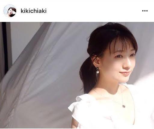 「鎖骨が綺麗!」元AAA伊藤千晃、胸元キラリの写真に反響サムネイル画像