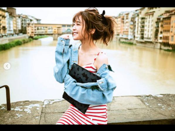 AAA宇野実彩子 肩出しポニーテール写真公開に反響「絵になる」サムネイル画像