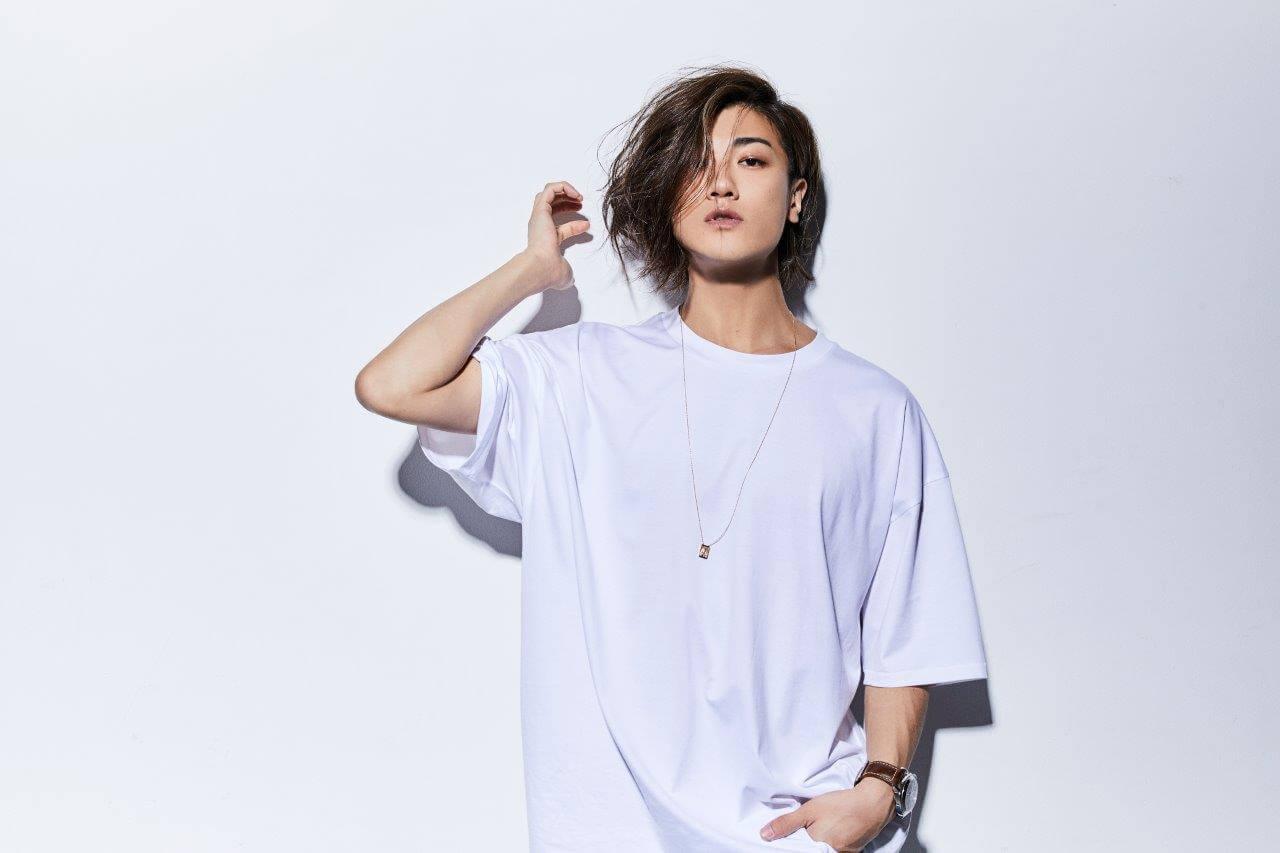 赤西仁、新曲を含むリアレンジアルバムのジャケットビジュアル公開