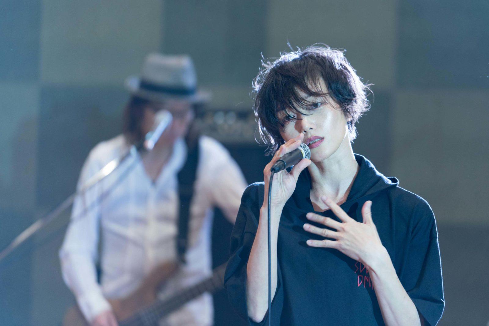 三上ちさこ「1004」のスタジオ・ライブ映像公開サムネイル画像