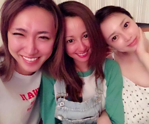 元ICONIQ伊藤ゆみ、沢尻エリカ&ゆしんとのラフな女子会ショットを公開