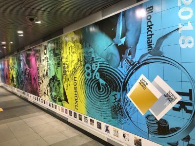 小室哲哉の作品集 オリコンデイリー2位3位獲得!渋谷に巨大広告出現サムネイル画像