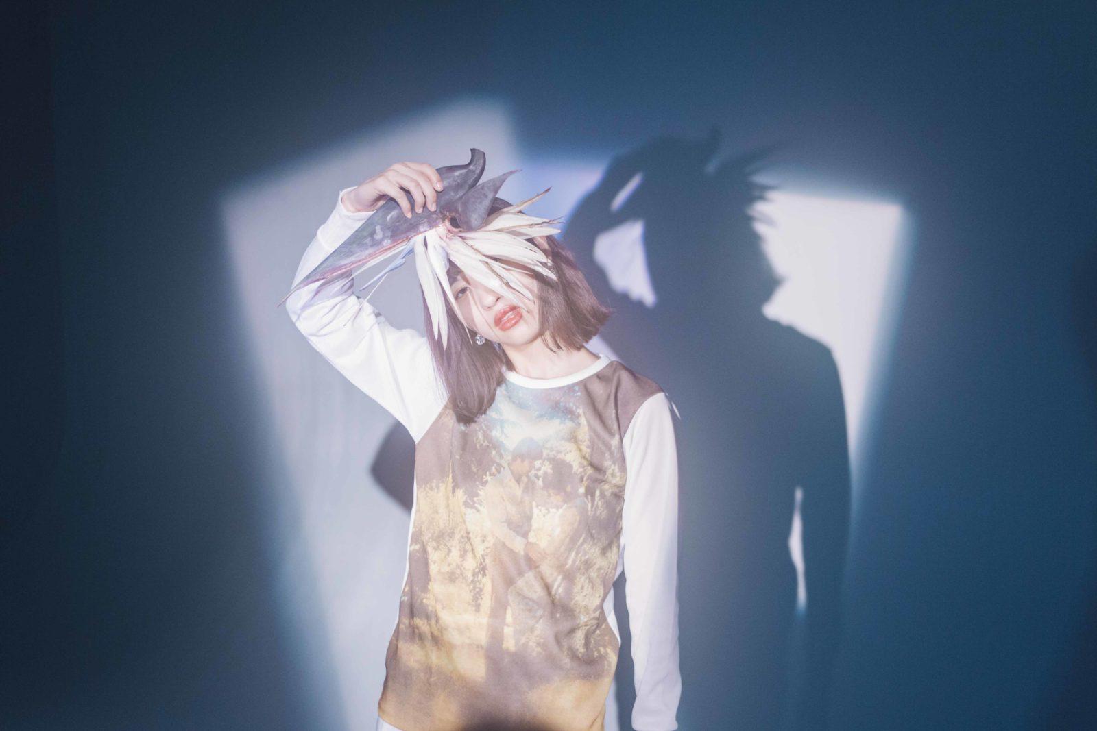 eillの2ndシングル「HUSH」は、高橋海(LUCKY TAPES)プロデュースによるラブソングサムネイル画像