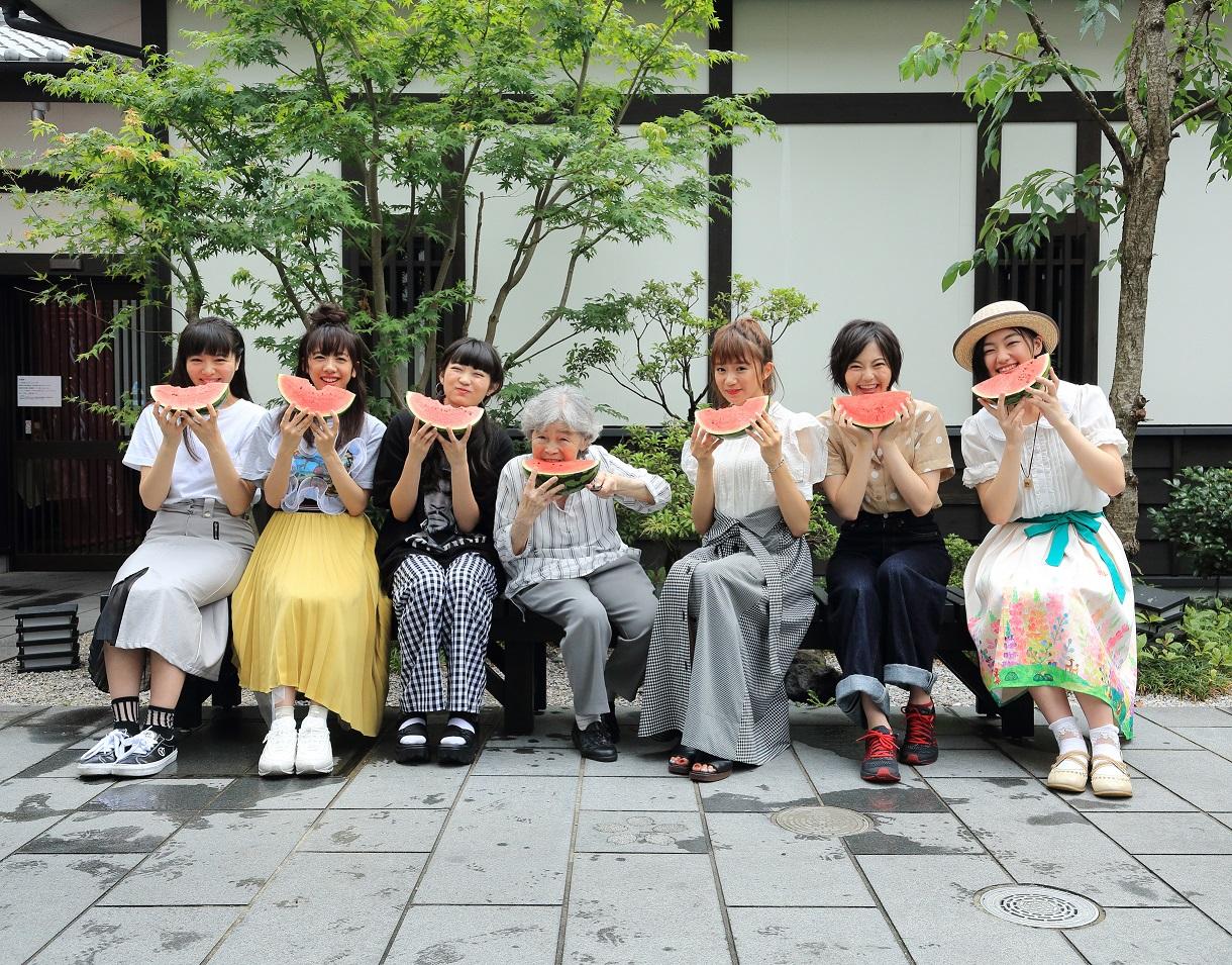 エビ中、SUSHIBOYS完全プロデュースの新MV「熟女になってもfeat. SUSHIBOYS」解禁サムネイル画像