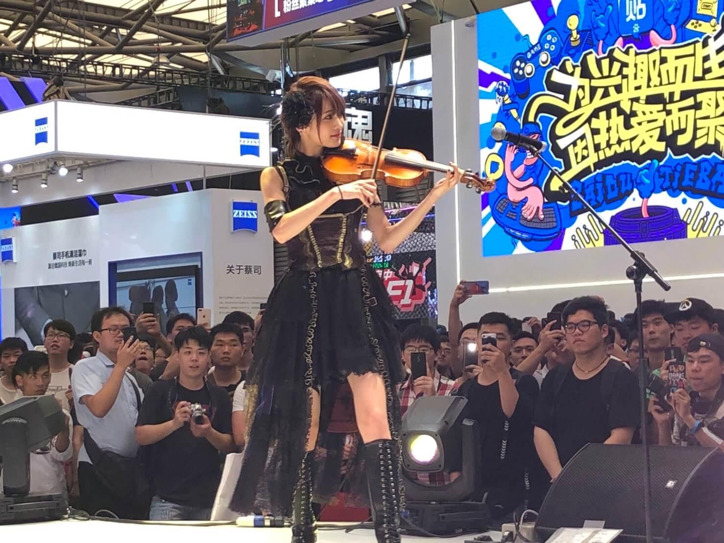 ロックヴァイオリニスト・Ayasa、上海ゲームショーで大人気サムネイル画像