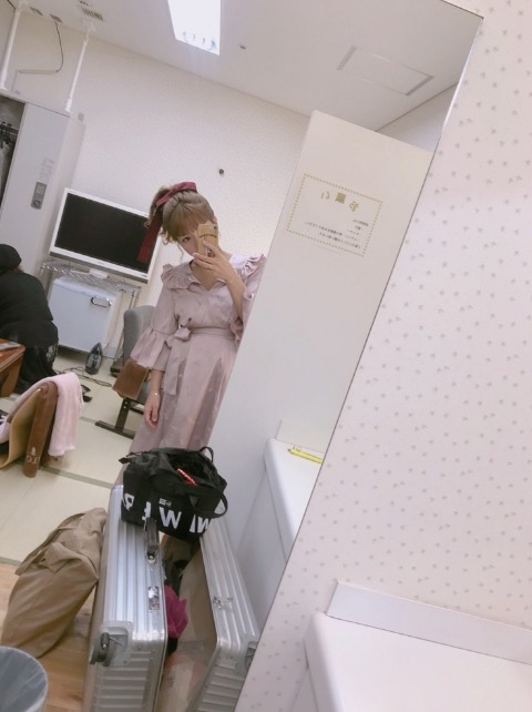 辻希美「何を着てもお腹が…」マタニティ衣装を披露サムネイル画像