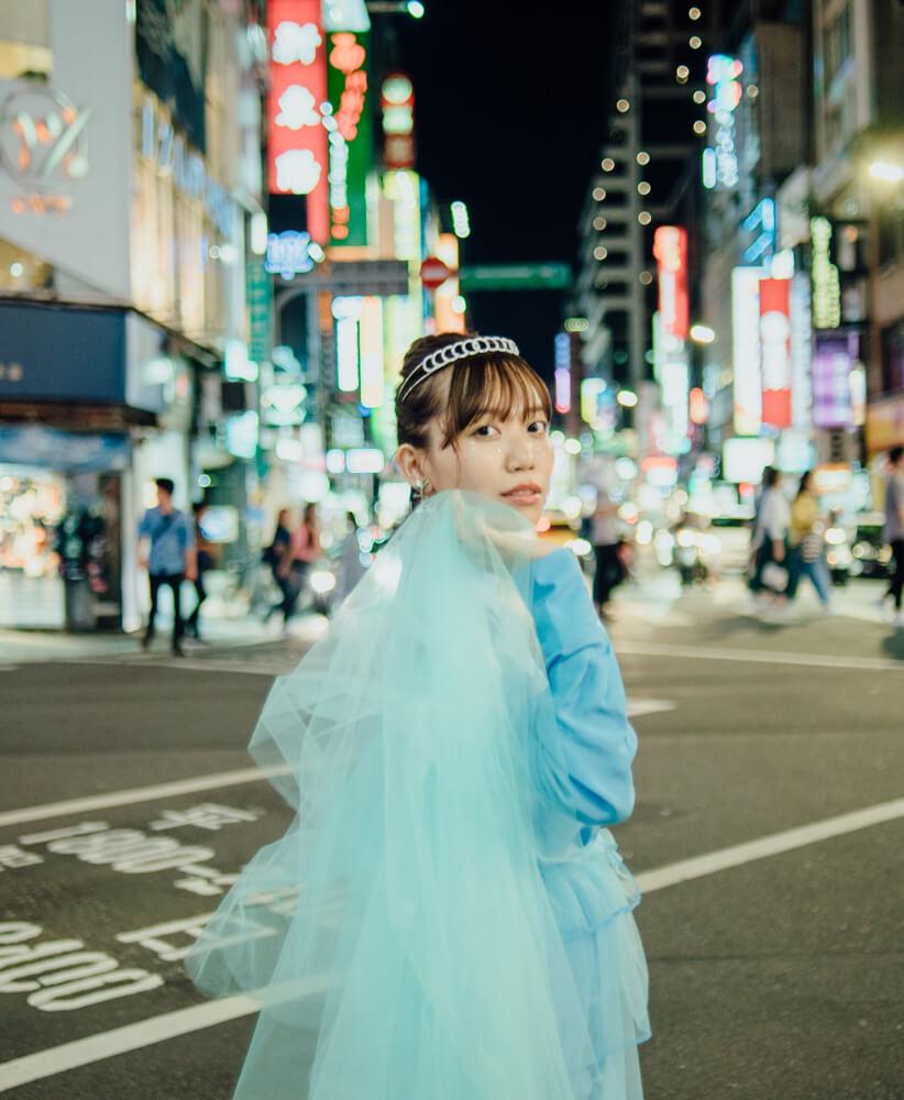 辻詩音、デビュー10周年!台湾での撮り下ろし最新アルバムビジュアルが公開サムネイル画像