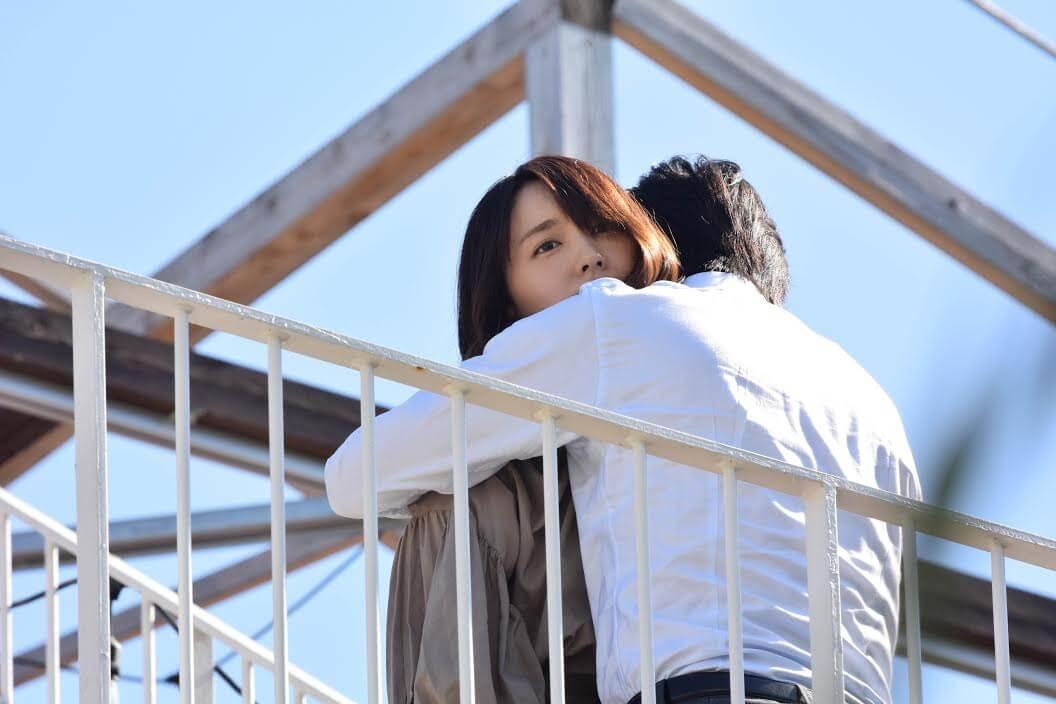 ガッキー抱きしめられる!田中圭演じる恋人との行方にも注目の『けもなれ』第2話放送サムネイル画像