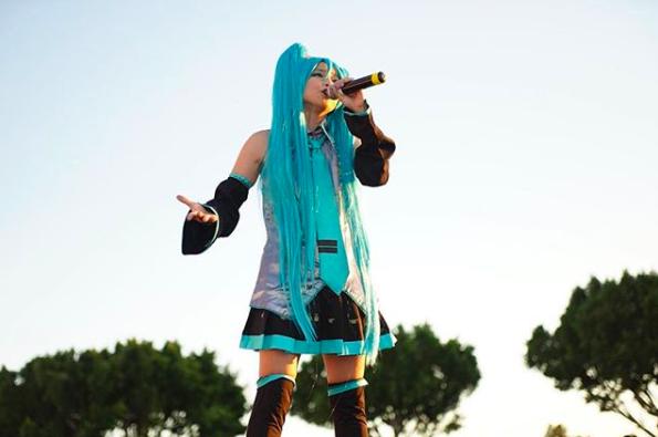 misono、初音ミクのコスプレ姿で歌唱ショット公開「可愛いーッッ!」サムネイル画像