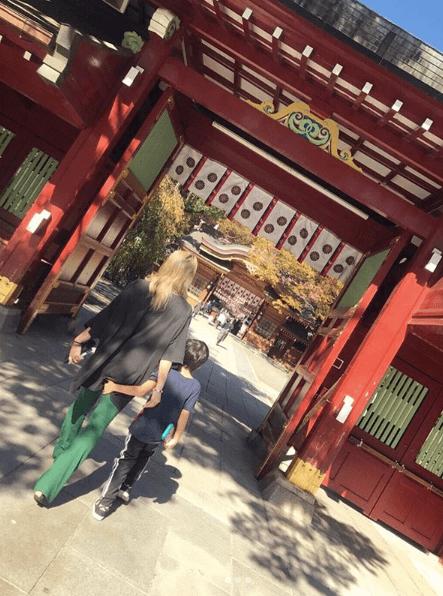 倖田來未、子供と仲良く歩く後ろ姿にファン歓喜