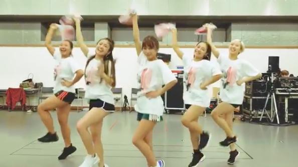 AAA宇野実彩子、満開笑顔でタオル回す動画に反響