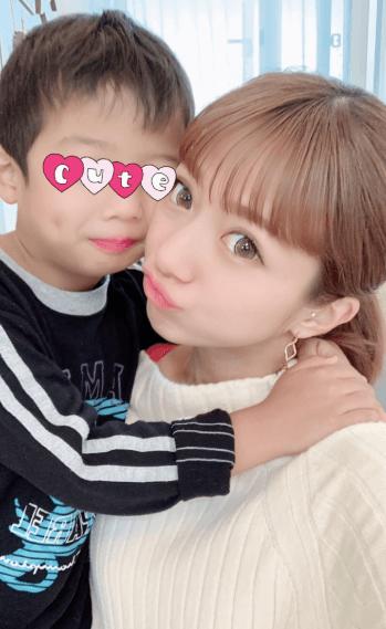 第4子妊娠中の辻希美、息子と密着2ショット公開「お腹にチュー」サムネイル画像