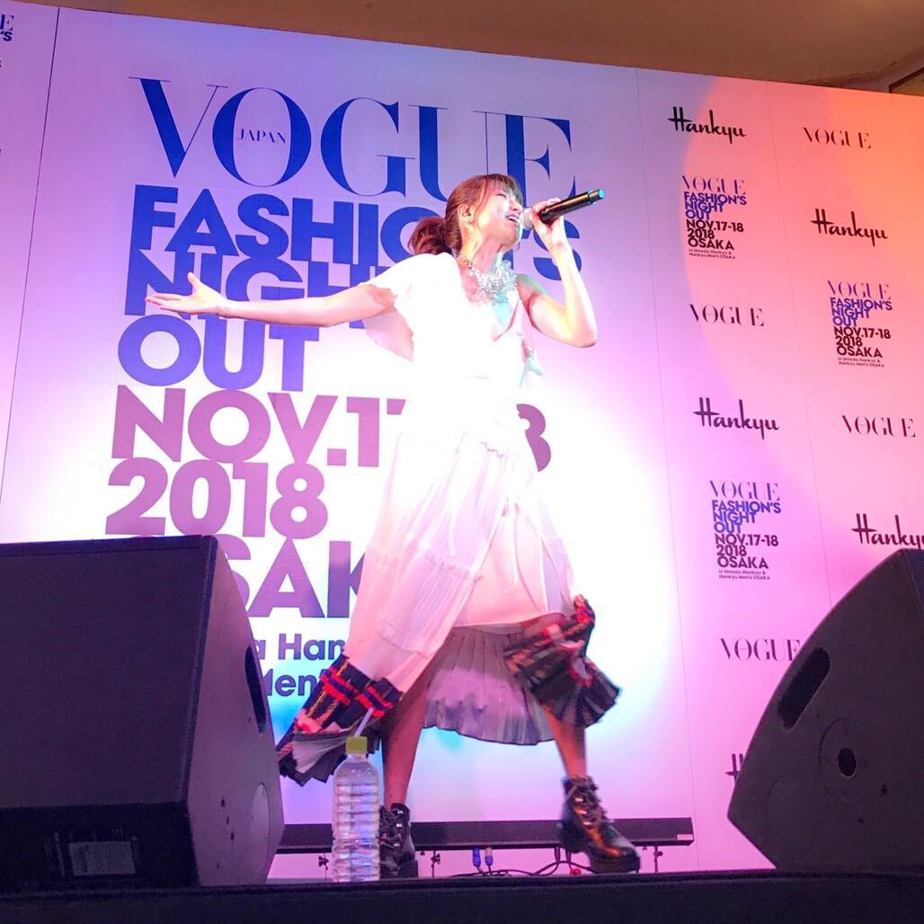 hitomi、ファッションイベントで美脚を披露「ママになってもおしゃれに手を抜きたくない」サムネイル画像
