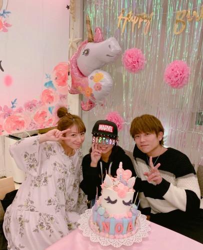 辻希美&杉浦太陽、長女の誕生日の超豪華オーダーケーキ前に3ショット公開サムネイル画像