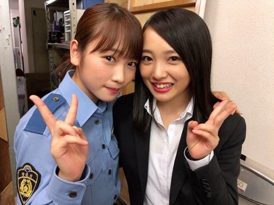 川栄李奈、AKB48向井地美音との警察官姿2ショットに反響「美女コンビ」サムネイル画像