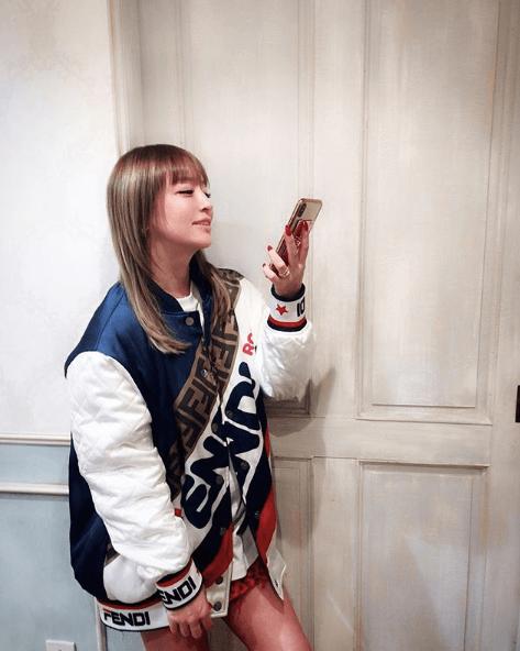 浜崎あゆみ、ぱっつん前髪コーデに「可愛い」「真似したい」の声サムネイル画像