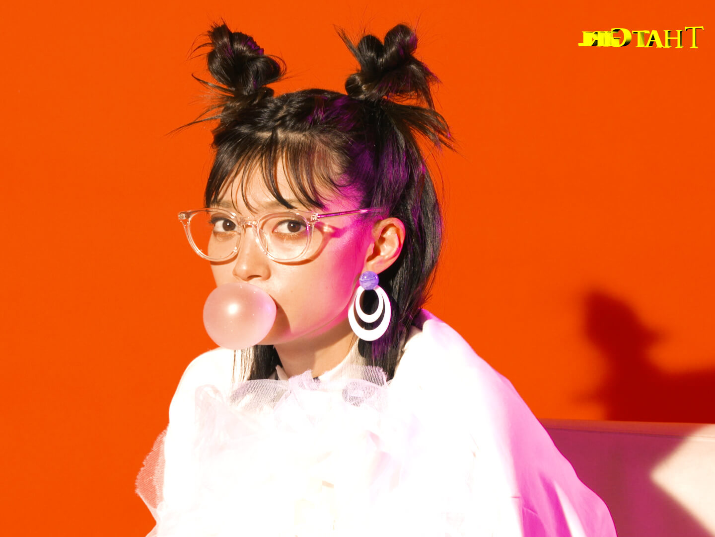 Mom(マム)、女優・田中真琴が出演するレトロキュートな新MV公開サムネイル画像