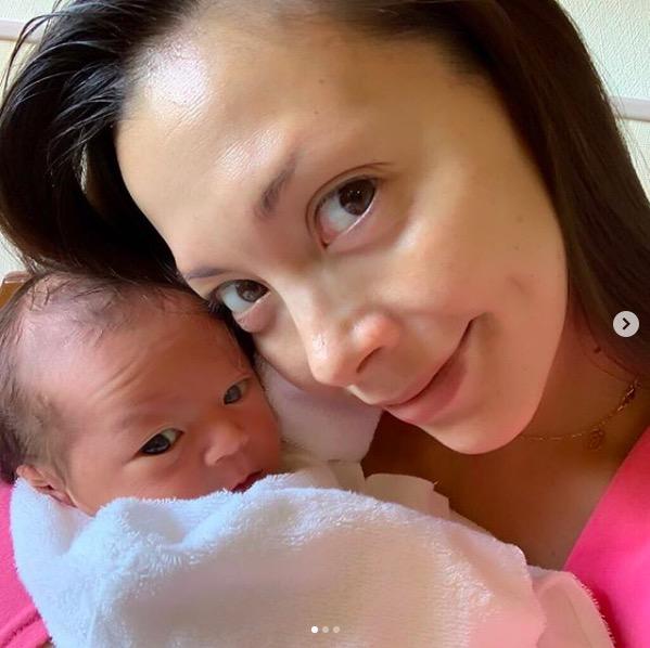 土屋アンナ、第4子の名前公表&2ショット写真も公開し反響「すっごい可愛い」サムネイル画像