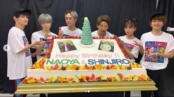 AAA宇野実彩子、巨大ケーキを前にしたメンバー集合ショット公開し反響「メンバー愛感じました」サムネイル画像