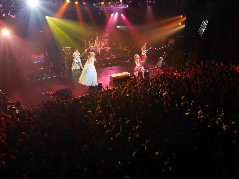 ガールズメタルバンド・Aldious、ヴォーカル・Re:NOが涙のラストステージ!「本当に6年間ありがとうございました!」サムネイル画像
