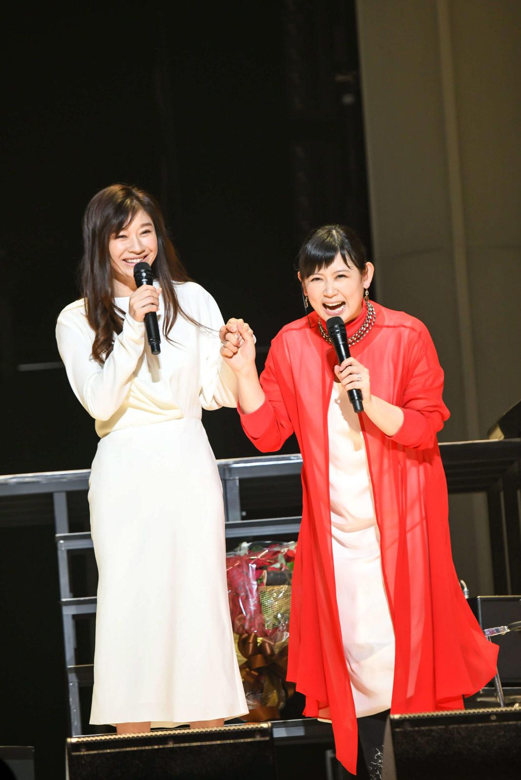 絢香、ライブツアーに篠原涼子がサプライズ登場サムネイル画像