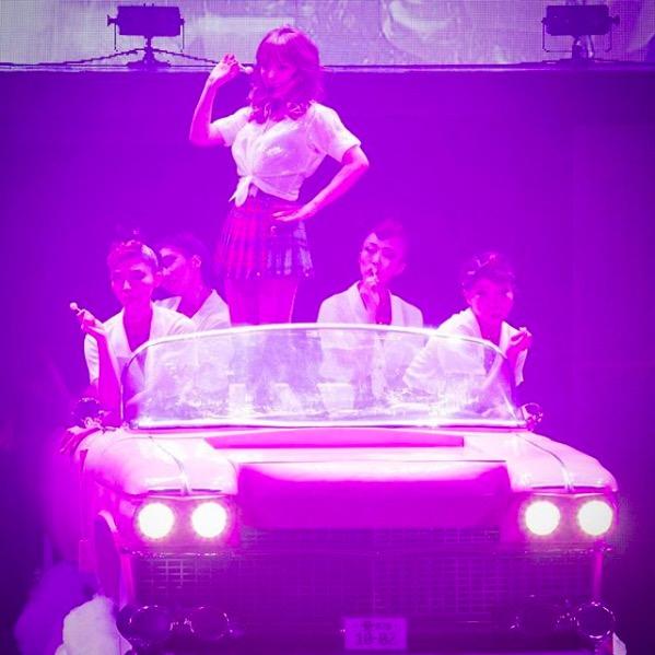 浜崎あゆみ、チェックのミニスカ&シャツコーデに反響「似合う」「かわいすぎる」サムネイル画像