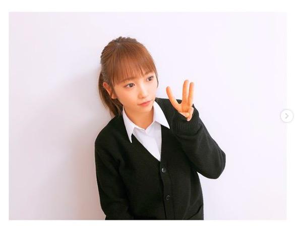 """川栄李奈、制服姿で""""3A""""ポーズショット公開「凄く可愛い」サムネイル画像"""