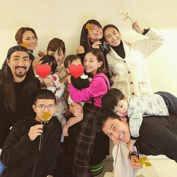 伊藤千晃、子供を抱いた誕生祝いショット公開に反響「赤ちゃんと同じくらいの顔の小ささ」「息子さんがどんどん…」サムネイル画像