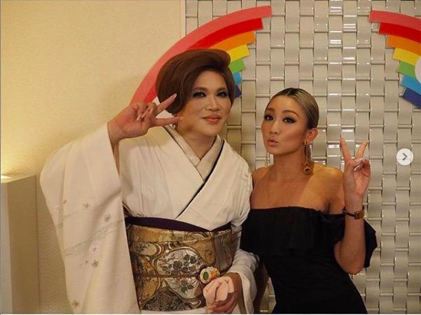 倖田來未、IKKOとの2ショットと達筆な手紙公開で反響「小顔すぎ」「素敵な心遣い」サムネイル画像
