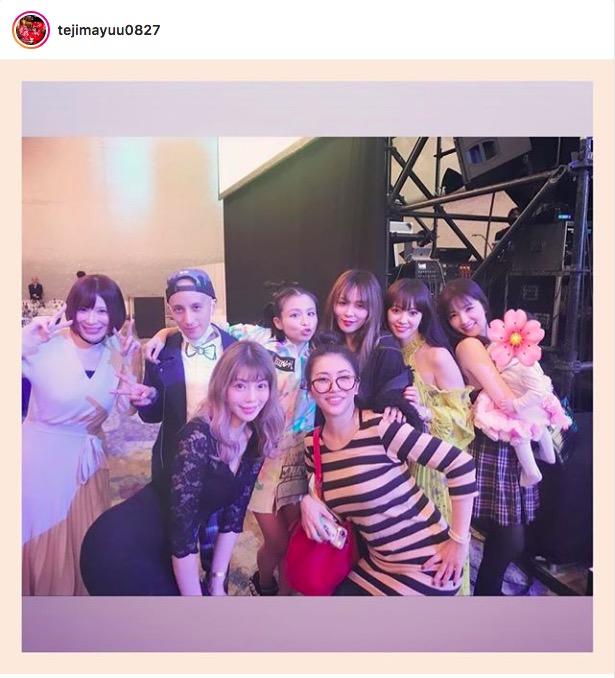 手島優、misonoと療養中のNosuke夫妻らとの集合ショット公開で「素敵なメンバー」の声サムネイル画像