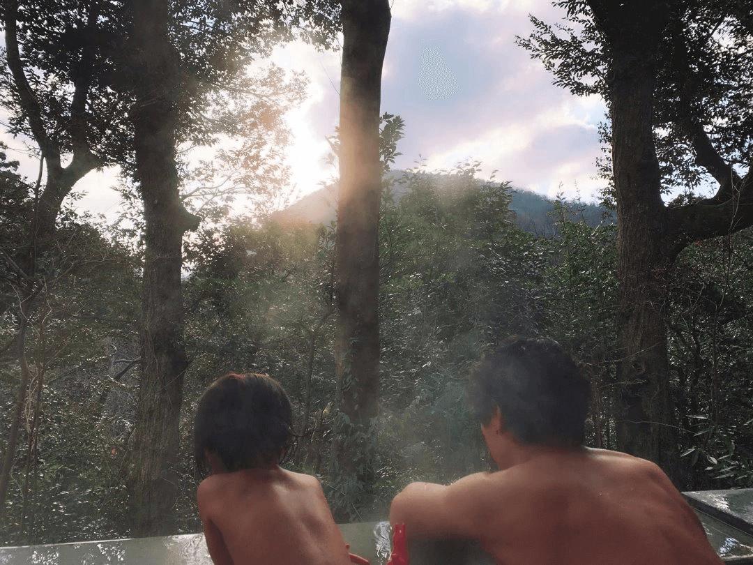 水嶋ヒロ、妻・絢香&愛娘と温泉宿へ!ラブラブ温泉姿にファン歓喜