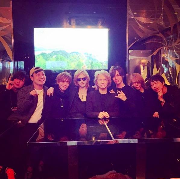 YOSHIKI、HYDEの誕生祝いに駆けつけDAIGOら豪華メンバー写真を公開「ラスボス感半端ない」「貴重な写真」サムネイル画像