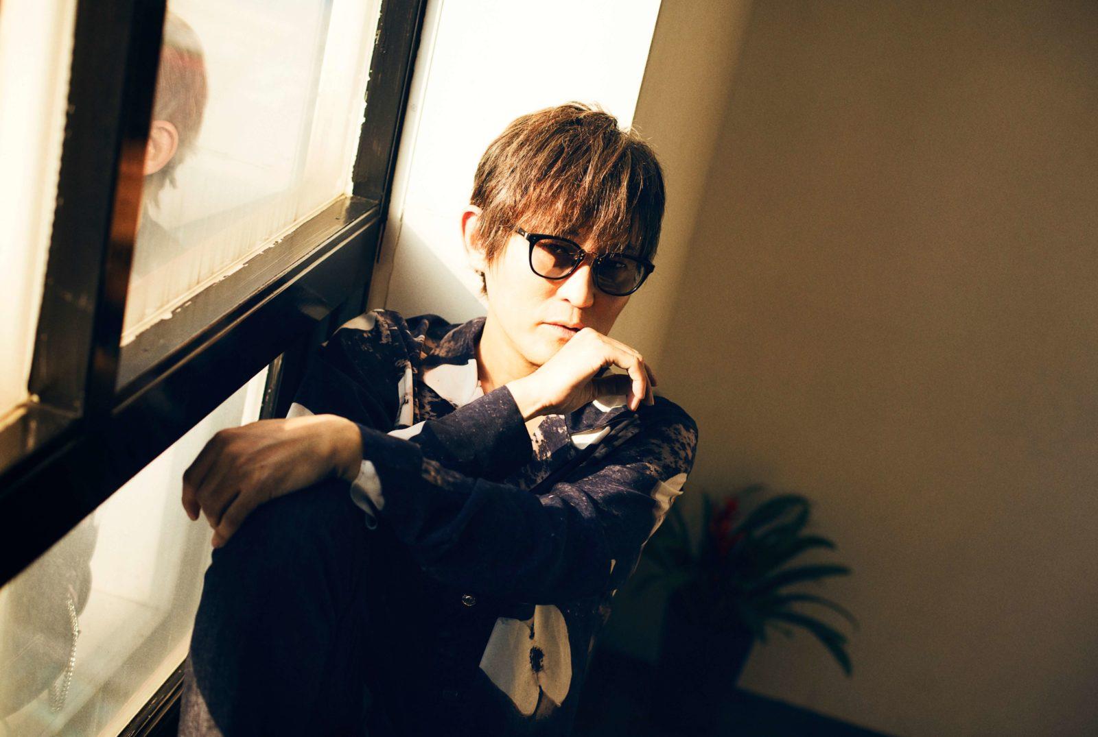 スガ シカオ 明日のデビュー記念日に、LINE LIVEで即興ライブ生配信決定サムネイル画像
