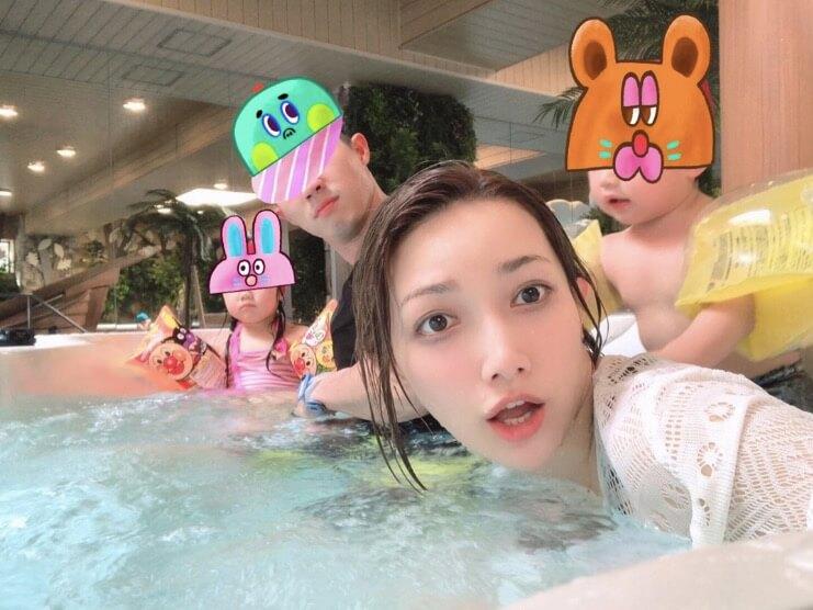 後藤真希、家族との水着写真公開&バレンタインに夫から「要らない!」と言われショックサムネイル画像