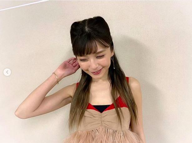 AAA宇野実彩子、肩出しコーデ写真公開で「めちゃくちゃ痩せましたね」「スタイル良すぎ」の声サムネイル画像