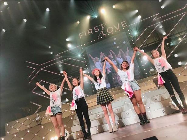 AAA宇野実彩子、ミニスカでのツアーオフショット公開に「脚細っ!」「脚綺麗すぎ」サムネイル画像
