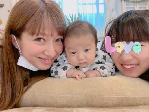 辻希美、第4子と長女とのうつ伏せ練習ショット公開「もぉ〜可愛い」サムネイル画像