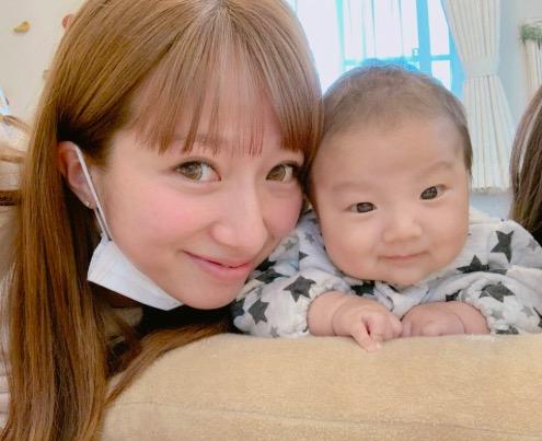 辻希美、第4子と長女とのうつ伏せ練習ショット公開「もぉ〜可愛い」