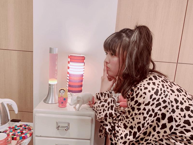 """大友花恋、""""ヒョウ柄""""ギャル衣装姿のオフショット公開に反響「超絶似合っております」サムネイル画像"""