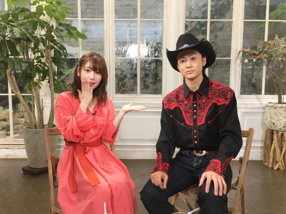 伊藤健太郎、憧れのカウボーイ姿で人気声優・内田真礼と2ショット披露サムネイル画像