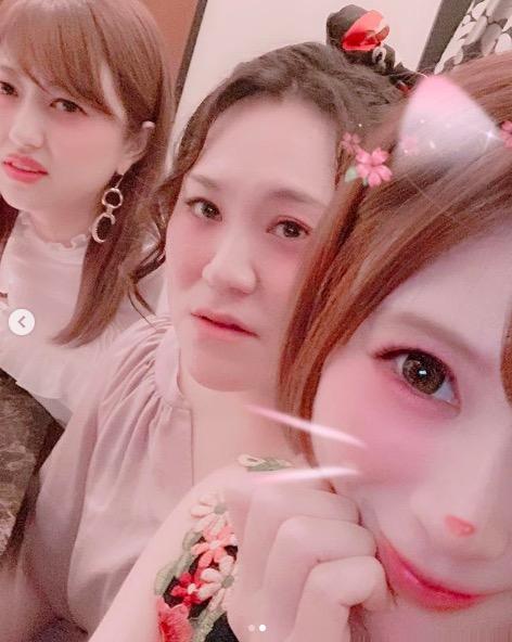 手島優、菊地亜美&バービーとの3ショット写真にツッコミ反響「2人の顔!」「ホラー」サムネイル画像
