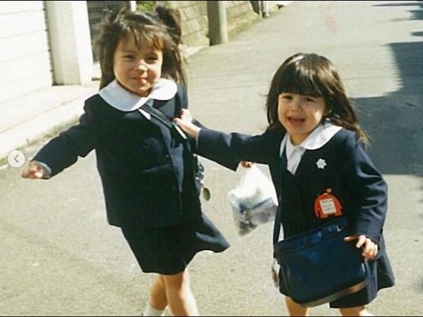 「双子ちゃんのよう」ベッキー、幼いころの姉妹2ショットを公開し反響「可愛いすぎ姉妹」