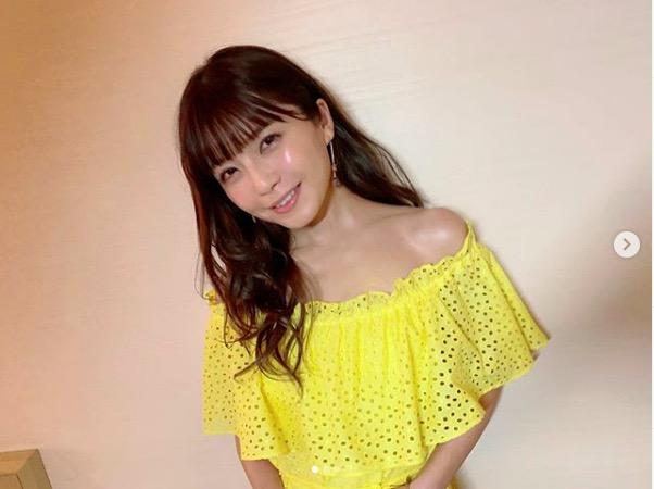 AAA宇野実彩子、オフショル肩だし&オールインワンコーデ披露「肌ばり綺麗」「鎖骨めっちゃ綺麗だしスタイルいいし」サムネイル画像