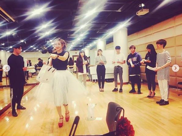 紗栄子、ダンスレッスン中の振り向き写真を公開に「かわいいです」の声