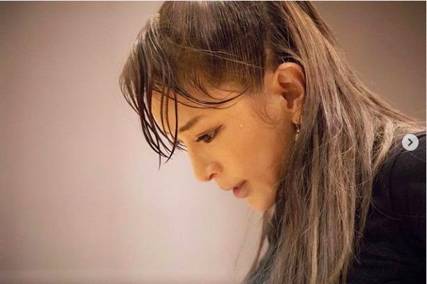 浜崎あゆみ、おでこ全開&汗だくリハーサル写真公開で「美しーい」「ほんっと綺麗でカッコいい」サムネイル画像