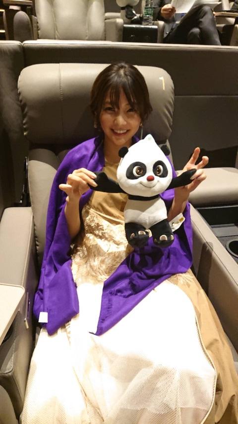 倉科カナ、パンダのぬいぐるみと喧嘩&仲直り写真にファン反響「相変わらず可愛い」「ドレスお似合い」サムネイル画像