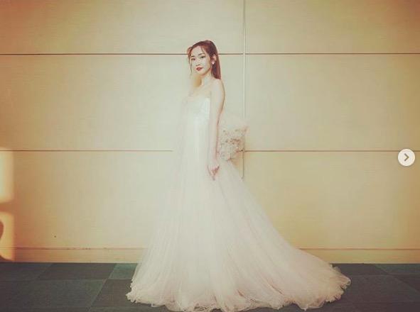 紗栄子、ウエディングドレス姿ショット公開「世界で一番可愛いママ」「美しい!」の声サムネイル画像