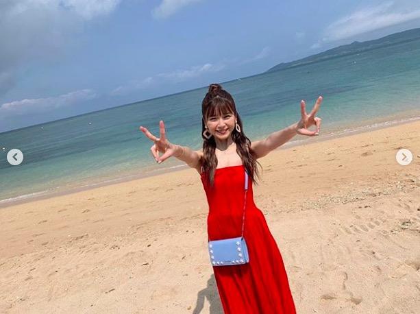 AAA宇野実彩子、肩出しリゾートコーデ写真を公開し反響「可愛さがえぐい」「海より宇野ちゃんは綺麗」サムネイル画像